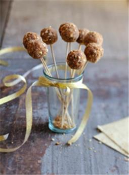 Lollipops of Foie Gras coated with gingerbread crumbs