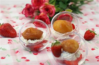Verrine of strawberries and Mini Babas Gourmands flavoured with plum brandy – by Afternoon tea