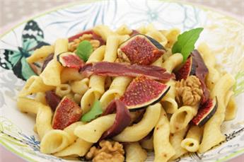 Torchetti with figs sauce, duck breast and walnut – by Afternoon tea